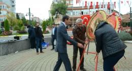 CHP Babaeski İlçe Teşkilatı Atatürk Anıtına Çelenk Koydu